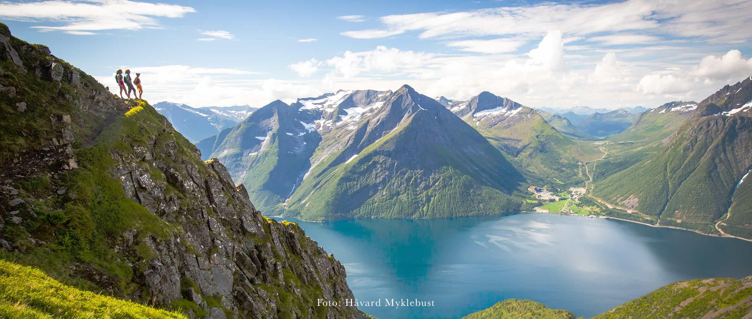 Trandalhatten ovanför Hjørundfjorden